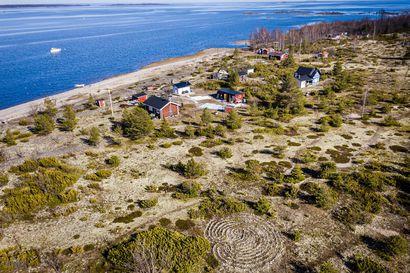 Labyrintin salaisuus – Kemin edustalla Ajoskrunnin saarella on kivistä ladottu jatulintarha, jonka alkuperää ei tiedä kukaan. Olivatko jättiläiset asialla?