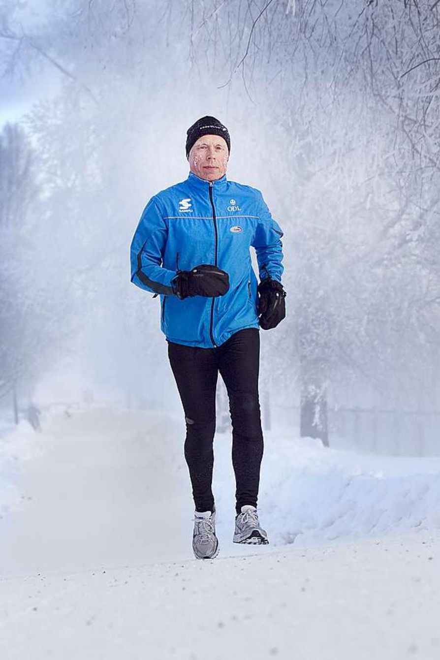 """Rytmihäiriöt yllättivät Lauri Mikkosen, kun hän kävi tavanomaisella iltalenkillä lievässä flunssassa. """"Minulla oli vain vähän kurkku kipeä ja pientä nuhaa"""", hän kertoo. Rytmihäiriöiden syyksi paljastui sydänlihastulehdus."""