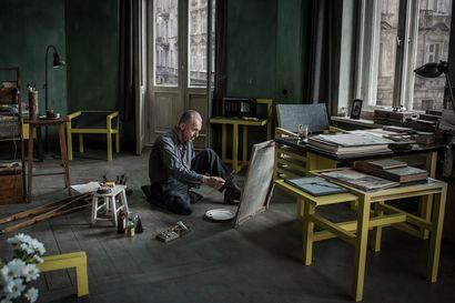 Päivän leffapoiminnat: Taiteilija kipuilee sosialismin pakkopaidassa – Andzrej Wajda latasi viimeiseen elokuvaansa asennetta