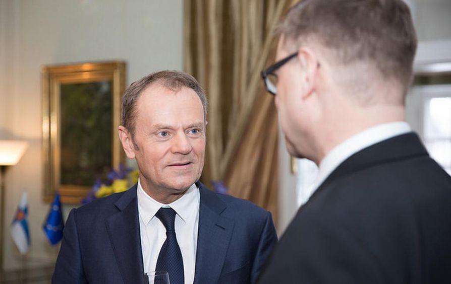 """""""Suomi on EU:n puheenjohtajamaa syksyllä 2019. Siitä tulee varmasti loistava kausi. Se on ensimmäinen brexitin jälkeinen kausi, joten se on haastava. Luotamme kuitenkin suomalaiseen sisuun"""", Donald Tusk sanoi."""