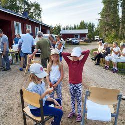Seurakunnan nuoret leireilivät Aittojärvellä