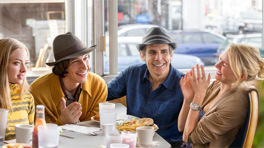 Naomi Watts (oikealla) ja Ben Stiller komedian nelikymppisenä pariskuntana, joka huomaa ikänsä. He ystävystyvät nuorten Amanda Seyfriedin (vasemmalla) ja Adam Driverin kanssa.