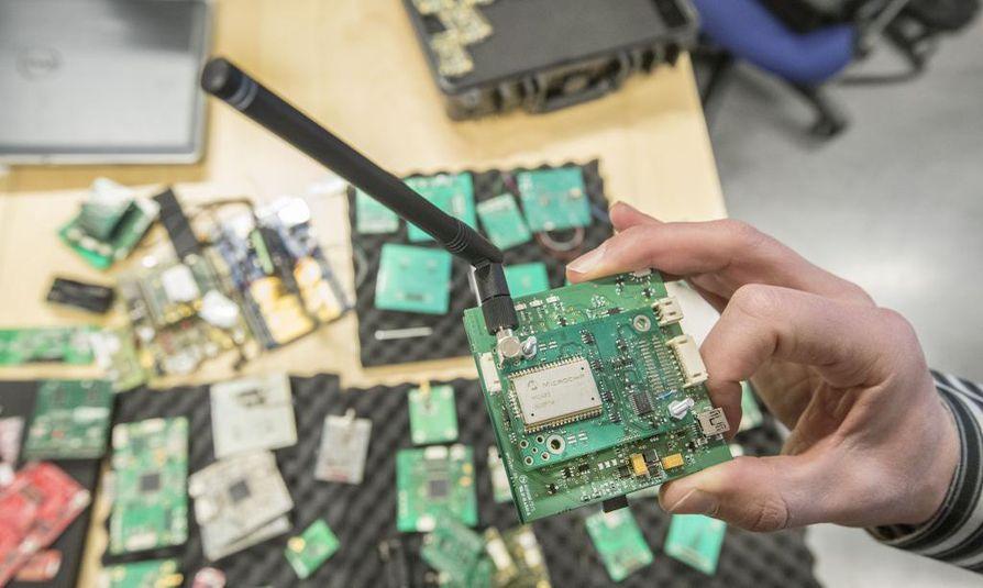 5G mahdollistaa useiden gigabittien sekuntinopeuksia datan siirtoon.