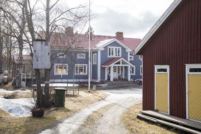 Siikajoen Paavolassa koti on täynnä taidetta ja elämää –  yli 330 neliön kokoisessa talossa tehtiin mittava remontti