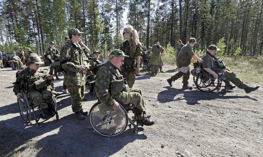 Vammaisten maanpuolustuskurssi järjestettiin Hiukkavaarassa.
