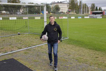 Kemin jalkapallo taantumavaiheessa - Ex-pelaaja ja nykyinen valmentaja Jarkko Seppälä harmittelee Kemin nykyjalkapallon tilaa, harrastamisolosuhteita pitäisi parantaa.