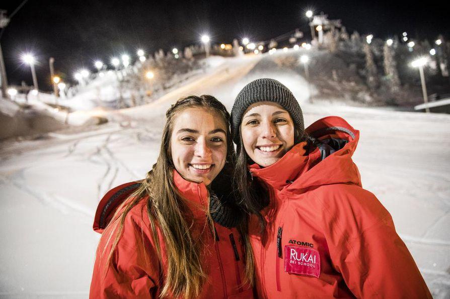Ensimmäistä kertaa Suomessa olevat Josefina Musso ja Lucia Andrada odottavat mielenkiinnolla tiistaina alkavaa työjaksoa.
