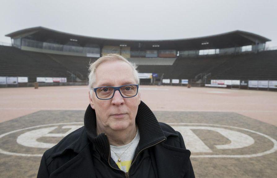 Lippo Pesiksen ex-puheenjohtaja Kari Helanen on kokenut Raksilan stadionilla urheilun tunneskaalan ääripäät.