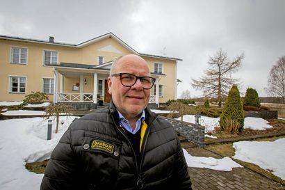 """Liminkalainen Veli-Matti Välikangas tietää, että yrityselämässä auttavat laajat verkostot ja pitkät asiakkuussuhteet, mutta myös sattumalla on sijansa: """"Jos ei ole vahva käsi ja selvä pää, niin mistään ei tule mitään"""""""