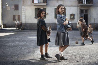 """Nyt puhuu salaperäinen menestyskirjailija Elena Ferrante: """"Pikkutyttönä valehtelin paljon ja minua usein rangaistiin valheistani"""""""