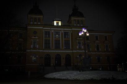 Oulun kaupunki antoi valomerkin ilmaston puolesta – Myös Oulun seurakunnat osallistuivat Earth Hour -tempaukseen