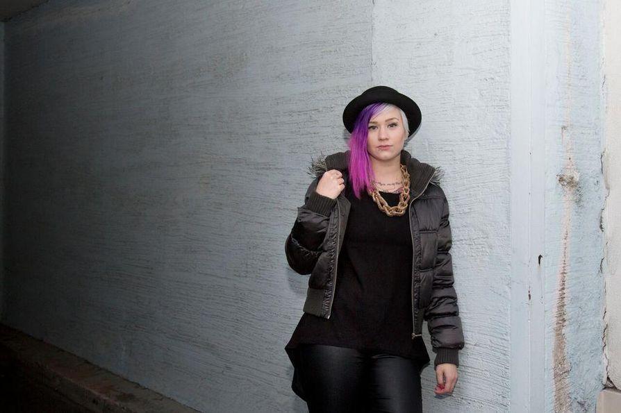 Sanna Rönnbergin eli Sanan seuraava kappale on määrä julkaista marras-joulukuussa. Biisillä laulaa mukana myös tunnettu naisartisti, jonka nimeä Sana ei vielä halua paljastaa.