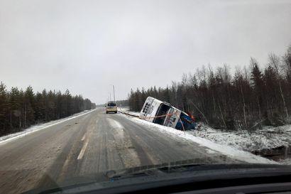 Rekka suistui ojaan Nelostieltä Sodankylässä