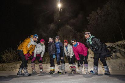Unohda lenkkarit, sukkasillaan lumella on hauskempaa – villasukkajuoksu hieroo jalkapohjia ja rentouttaa
