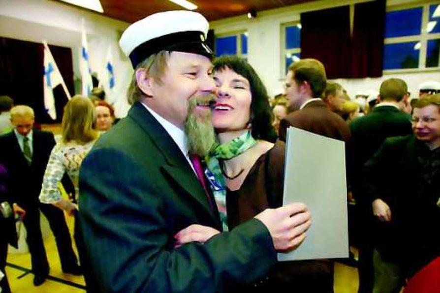 Onnea Markku! Tuore ylioppilas Markku Sarastamo sai lämpimät onnittelut rakkaaltaan Talvikilta.