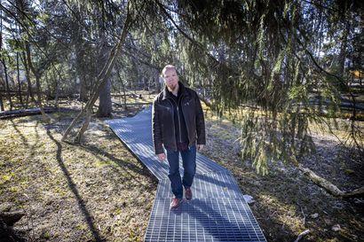 Kävelystä on tullut suosittua poikkeusaikana – Sen ristikkäisliikkeet ovat suoraan yhteydessä hahmottamiseemme, sanoo psykologi Ari-Pekka Skarp