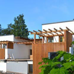 Uniikki paritalo istuu modernin rakennusperinnön jatkoksi Puolivälinkankaalla