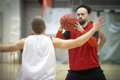 Oulu Basketball pestasi pestasi ensimmäisen ulkomaalaisvahvistuksen – amerikkalainen Clay Guillozet ottaa takakentän haltuunsa