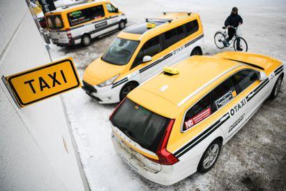 Taksinkuljettajat voivat saada tartunnan asiakkaastaan - viranomaiset vetoavat tietosuojaan