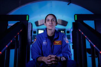 """""""Avaruus yhdistää meidät kaikki"""" – ensimmäinen yhdysvaltalais-iranilainen astronautti valmistui perjantaina"""