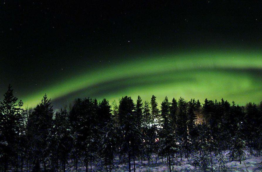 Tulevana yönä on taas mahdollisuus nähdä komeita revontulia koko Suomen alueella.