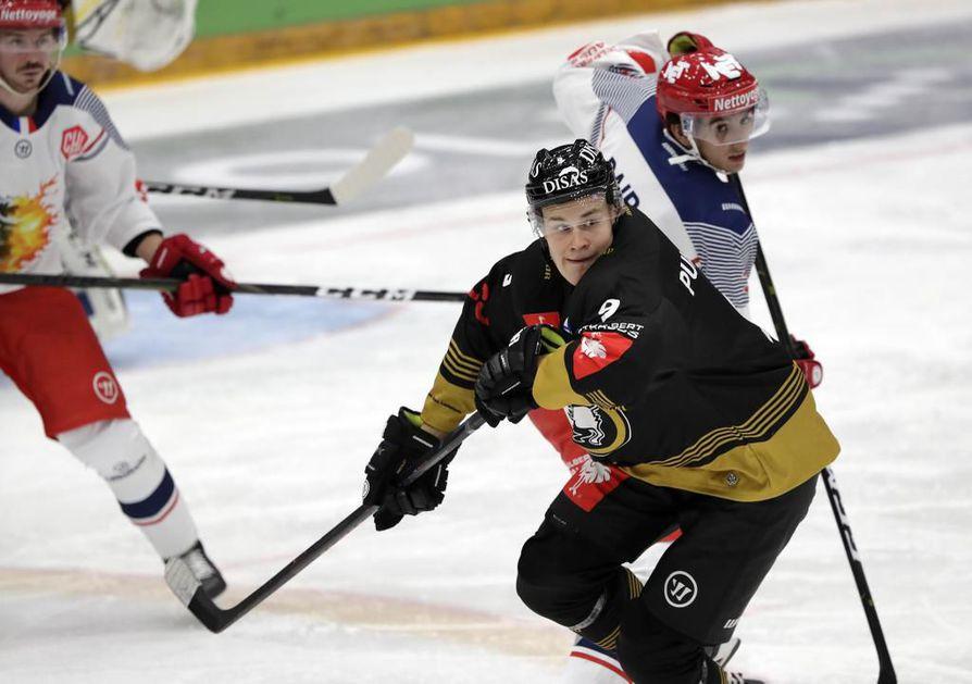 Puljujärvi on saanut pelinsä uomiin Kärpissä, mutta missä hän pelaa kauden lopussa? Jääkiekkotoimittaja Janne Onnela kirjoittaa, että Puljujärven kannalta olisi fiksuinta jäädä Ouluun ja katsoa NHL-kortti vasta ensi kaudella.