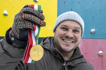 Kultainen tuliainen vuosien takaa – Haukiputaan Heiton painija Tuomas Ojala rynnisti vuonna 1994 junioreiden maailmanmestariksi