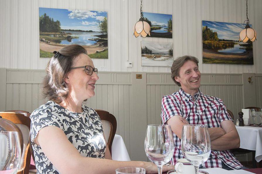 Jaana Tolonen ja Tomi Kivistö ovat kasvattaneet mangalitzapossuja tilallaan Kärkölässä kolmen vuoden ajan.
