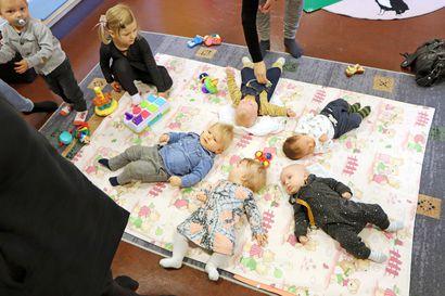 Oletko kuullut Vauvan päivästä? – Pudasjärvellä Vauvan päivää vietetään seurakuntatalolla musiikin ja kakun voimin
