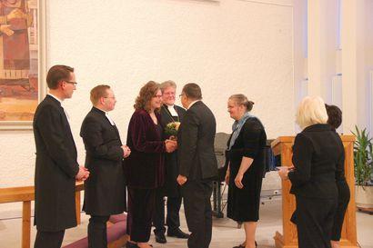 Tsemppiä työhön! - tällaisia tervehdyksiä ja ohjeita uusi kirkkoherra sai työn alkuun