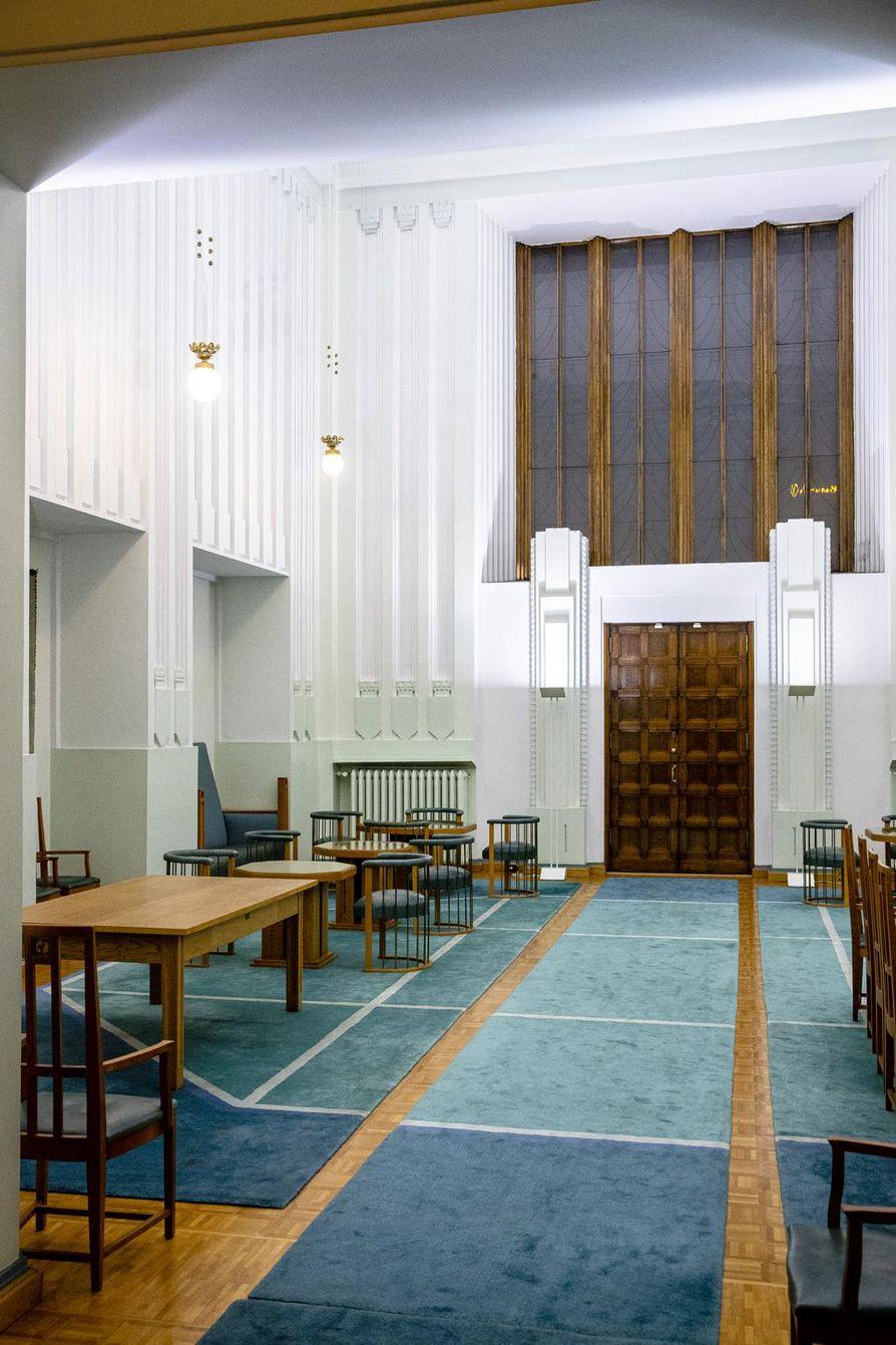 Presidentinaulaksi kutsuttu tila rakennettiin alun perin keisarin odotushalliksi. Suomi ehti kuitenkin itsenäistyä ennen kuin asemarakennus avattiin käyttöön vuonna 1919, joten tätä ennen tilassa ehti vierailla Venäjän hallitsijoista vain Tsaari Nikolai II.