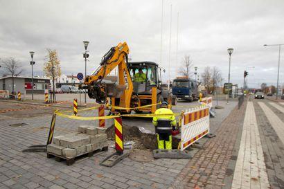 Kemin Valtakadun alaosan aukaisu sai kyselyssä kiitosta - Täiköntorin parkkipaikkatilanne on seurannassa.