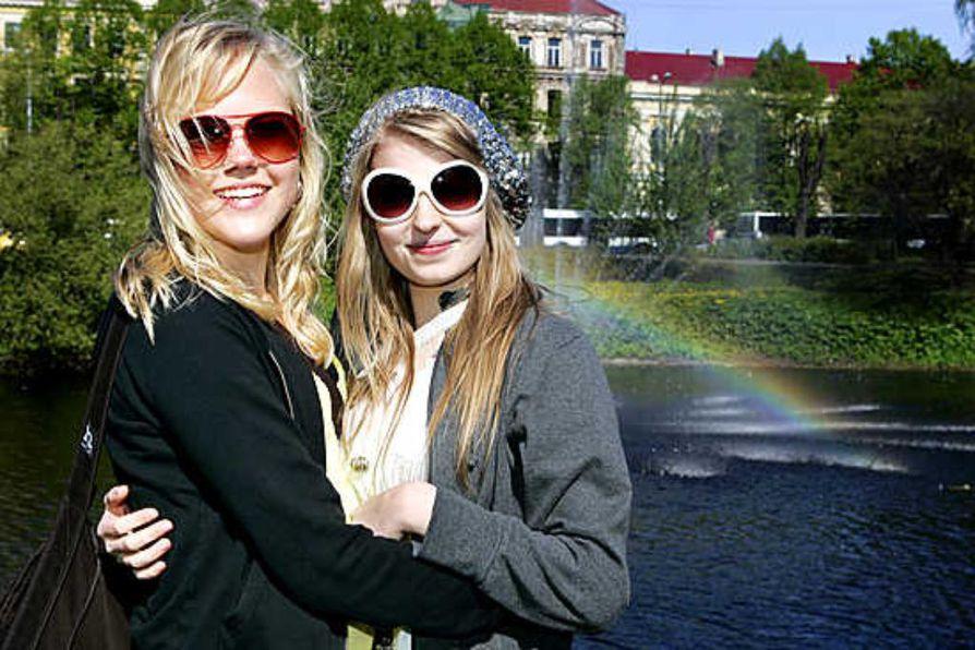 Oululainen tyttöduo Lissut kuvasi Latviassa uutta videotaan.