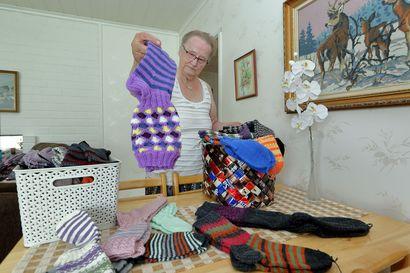 Marjatta kutonut 1500 villasukkaa: Sukka syntyy päivässä, pari kahdessa
