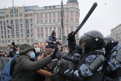 Navalnyin ja Kremlin kaksintaistelu jatkuu Venäjällä – Navalnyin pitkään kotiarestiin määrätystä veljestä on tullut viranomaisten pelinappula sunnuntain mielenosoitusten alla