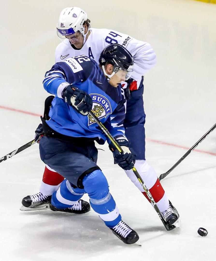 Suomi johtaa jääkiekon MM-kisoissa alkulohkoaan ennen viimeisiä pelejä. Leijonat on tehnyt perinteisistä isoista kiekkomaista kuitenkin vähiten maaleja.