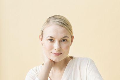Rovaniemeläisestä voimistelijalupauksesta malliksi metropoleihin – Nyt 36-vuotias Rosa Nenonen on positiivisen psykologian kouluttaja ja kirjailija, joka haastaa pohtimaan merkityksellisyyttä uralla ja elämässä