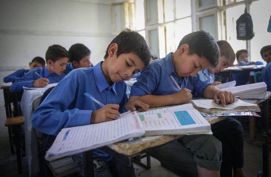 Koulutushankkeen aikana Afganistaniin rakennettiin yli 8000 uutta luokkahuonetta.