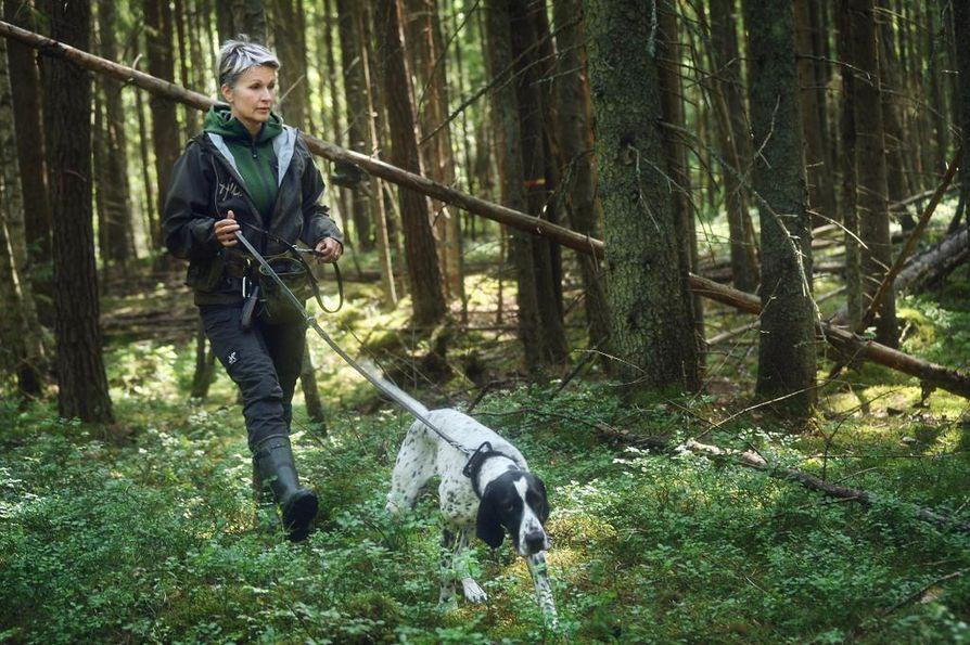 Luontokartoitustöissä sekä koiralta että kouluttajalta vaaditaan maastokelpoisuutta. Tärkeää on huolehtia myös siitä, että koiran hajutyöskentely pysyy luotettavana.