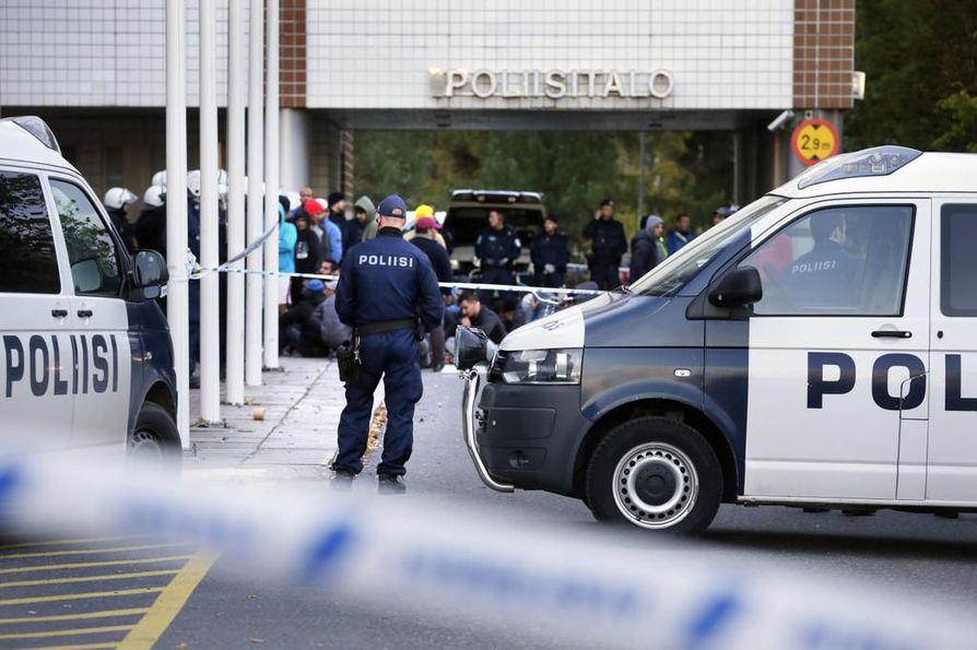 Valtaosa poliiseista on sitä mieltä, että turvapaikanhakijat ovat uhka Suomelle.