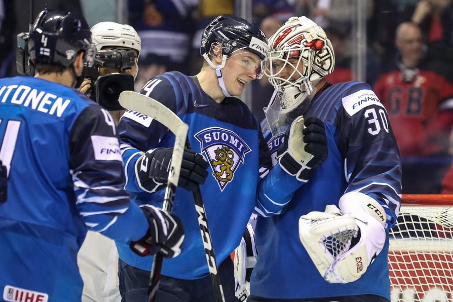 epa07561277 Kaapo Kakko of Finland (C) and goalkeeper Kevin Lankinen celebrate after winning the IIHF World Championship group A ice hockey match between Finland and Canada at the Steel Arena in Kosice, Slovakia, 10 May 2019.  EPA/MARTIN DIVISEK