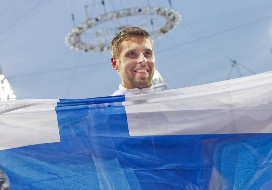 Antti Ruuskanen juhli olympiapronssia Lontoon olympialaisissa vuonna 2012.