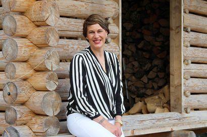 Heidi Hannus haluaa tuoda värejä ja taidetta suomalaisillekin pihoille