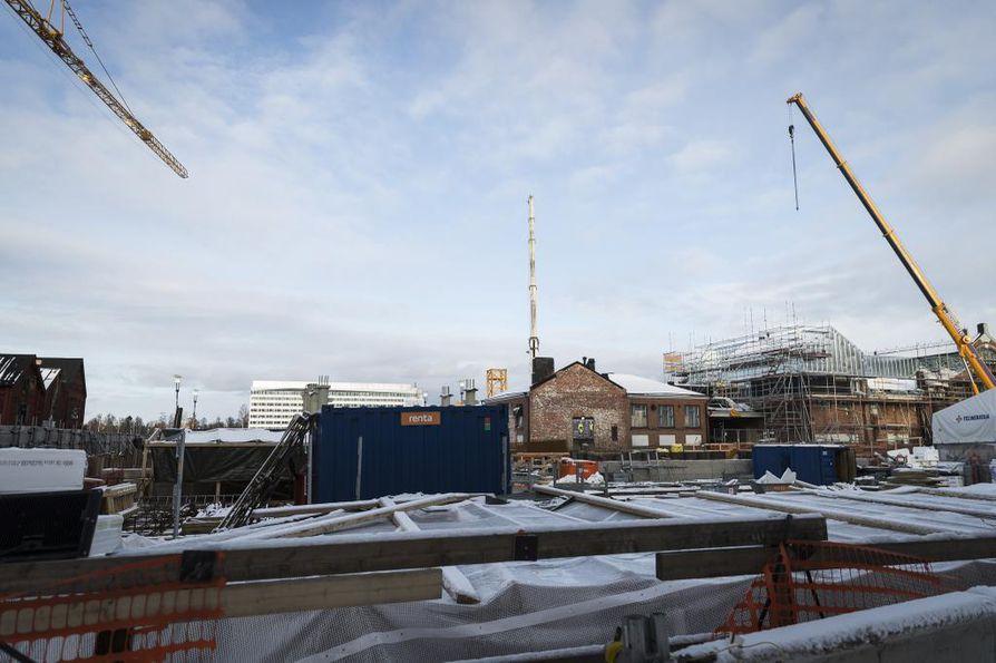 Torihotellin rakennustyöt alkoivat viime kesäkuussa. Rakennuttaja on MGB Services Oy. Valmista pitäisi olla vuoden 2020 loppuun mennessä.