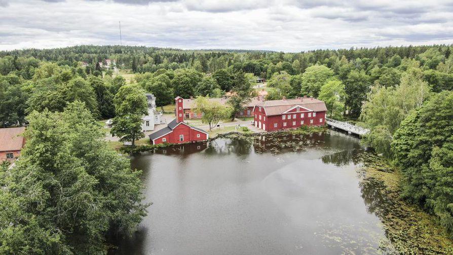 Strömforsin ruukki perustettiin Kymijoen läntisimmän haaran varrelle. Lähellä oli vesivoimaa ja metsää.