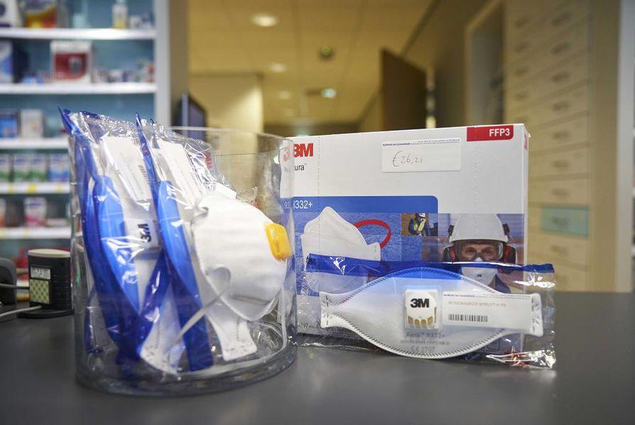 Hengitysmaskien käyttö on yleistynyt uuden tyyppisen koronaviruksen leviämisen myötä. Arkistokuva.