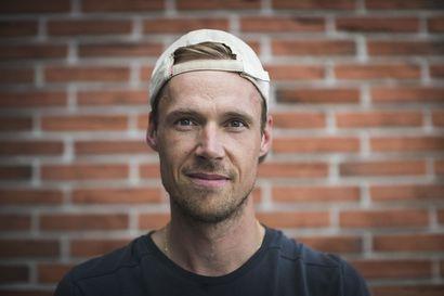 """Kun Kärppien maalivahtivalmentaja Ari Hilli kohtasi Pekka Rinteen ensimmäistä kertaa, ylettyivät 17-vuotiaan hujopin collegehousut säären puoliväliin asti – """"Pekka tykkäsi harjoittelemisesta ja pelaamisesta"""""""
