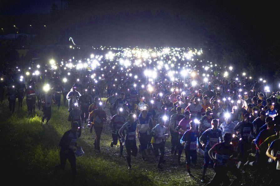 Kangasalan metsikössä suhisee. Suunnistuksen Jukolan viesti alkoi illalla ja päättyi aamulla.