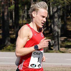 Kokemus oli valttia maantiejuoksun SM-kisoissa – Järvenpää ja Manninen mestareiksi Pyhtäällä