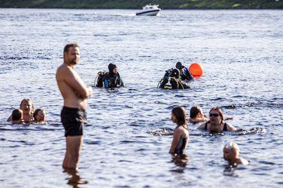 Sukellusharrastajat puhdistivat Rovaniemen uimapaikat –katso, löytyikö sinun suosikkikohteestasi rikkaimuri, kukkopatsas, lasia tai jättinaula